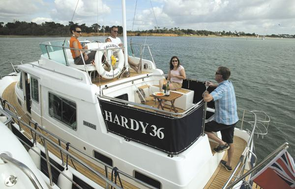 Manufacturer Provided Image: Hardy Commodore 36 Flybridge