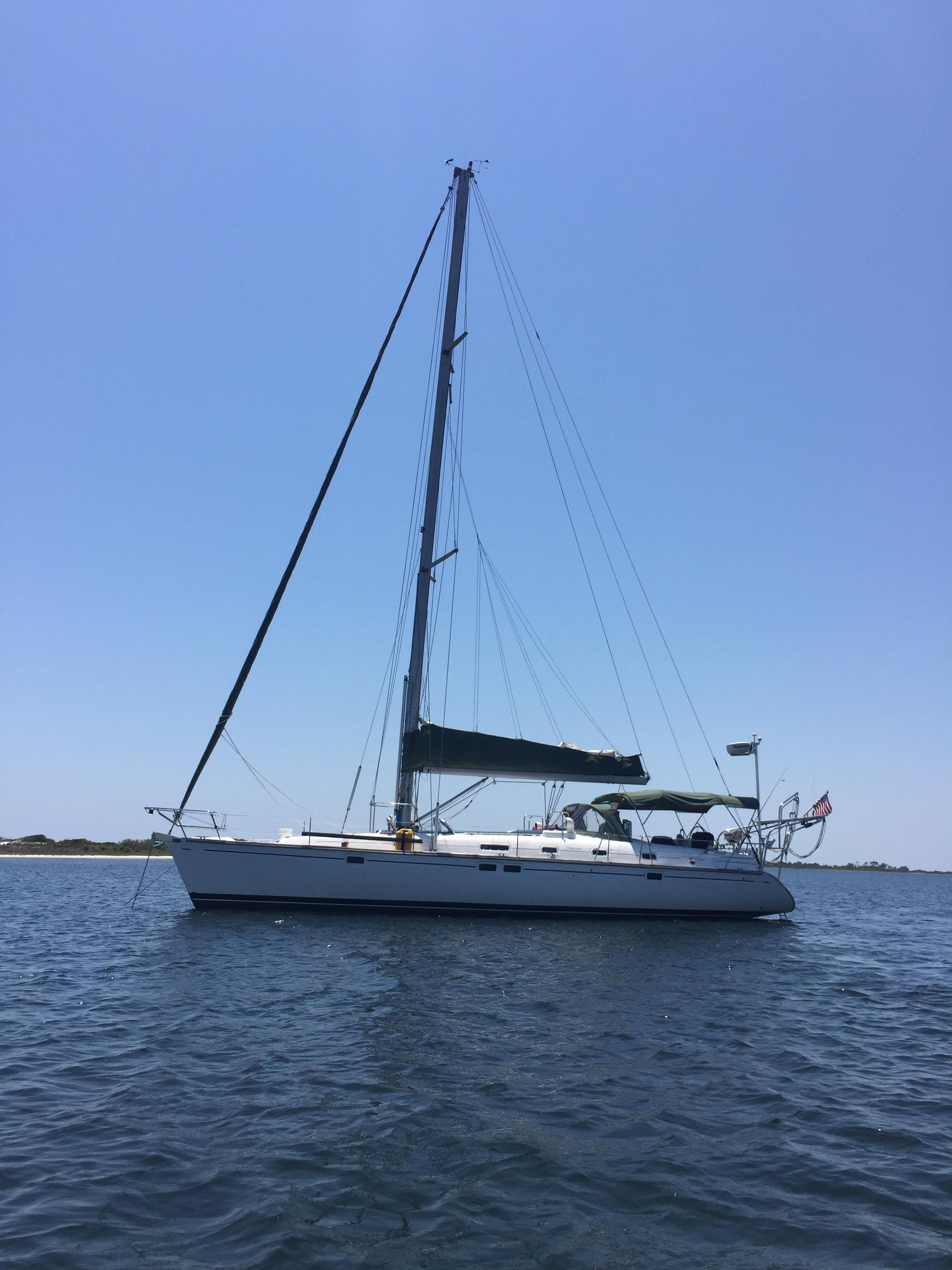 Beneteau Oceanis 461 Port side at anchor