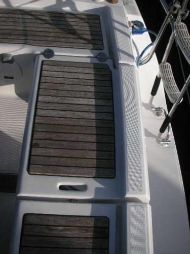 Beneteau Oceanis 31 - Helm seat/transom gate