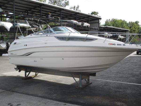 Chaparral 260 Signature Starboard Bow