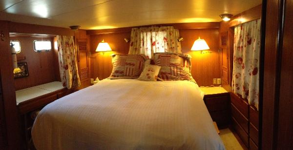 CHB Aft Cabin Motor Yacht QueenBerth