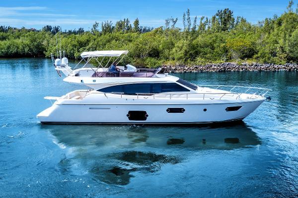 Ferretti Yachts 570