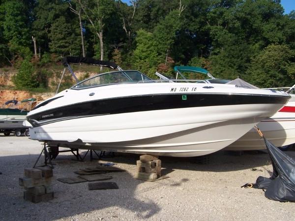 Crownline 260 EX Deckboat