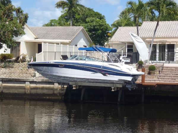 Four Winns 310 Horizon Portside View
