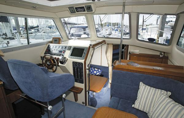 Manufacturer Provided Image: Hardy Commander 32 Helm