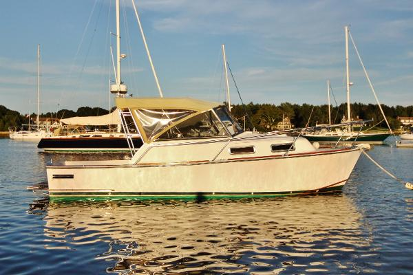 Legacy Yachts 28 starboard profile