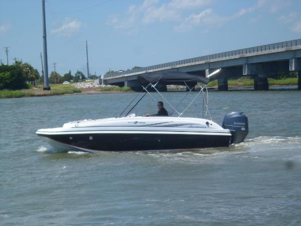 Hurricane SunDeck Sport 188 OB PORT UNDERWAY