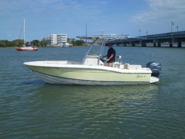 Scout 210 Sportfish PORT UNDERWAY