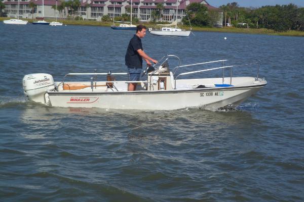 Boston Whaler 17 Montauk STARBOARD UNDERWAY
