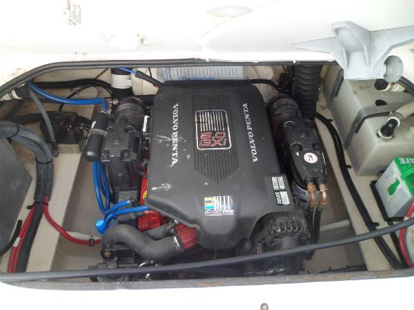 VOLVO PENTA 5.0 GXI WITH 132 HOURS ON THE MOTOR