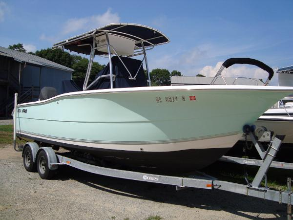 Sea Pro 238 Center Console
