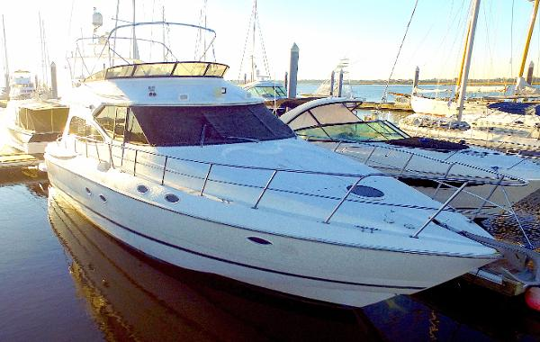 Cruisers Yachts 5000 Sedan Sport Starboard Exterior