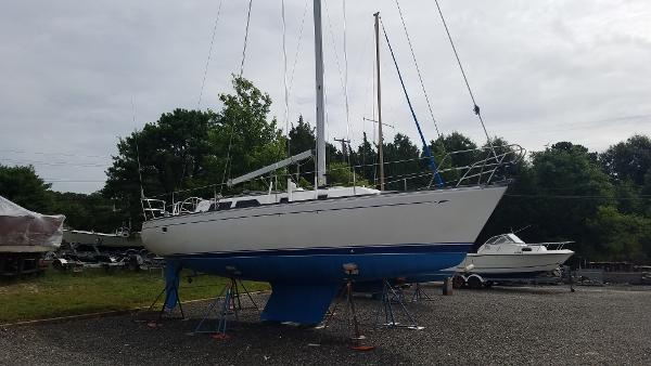 CAL Cal 33 Sailboat