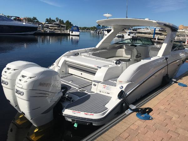 Sea Ray SLX 350 Outboard