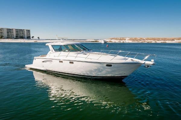 Tiara 4400 Sovran Starboard Profile