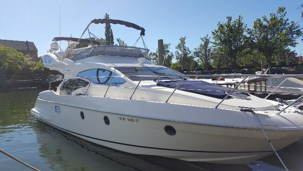 Azimut 43 Starboard Bow