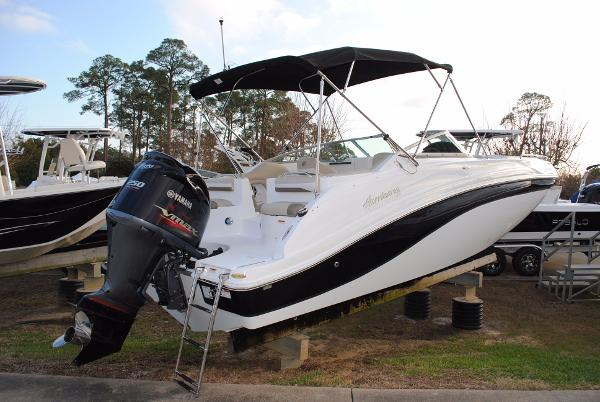 Hurricane SunDeck 2486 OB Deck Boat Hurricane-SunDeck-2486-OB-Deck Boat