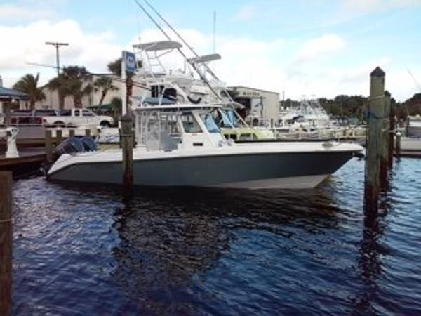 Everglades 325 Center Console Starboard Profile
