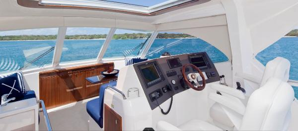 Maritimo 440 Offshore Convertible Helm