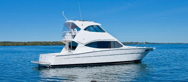 Maritimo 470 Offshore Convertible Side Shot