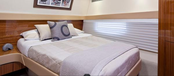 Maritimo 470 Offshore Convertible Cabin
