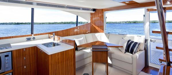 Maritimo 470 Offshore Convertible Interior