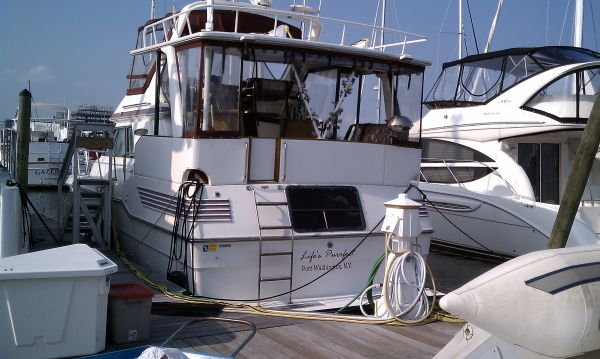 Sea Ray 415 Aft Cabin Sundeck Photo 1