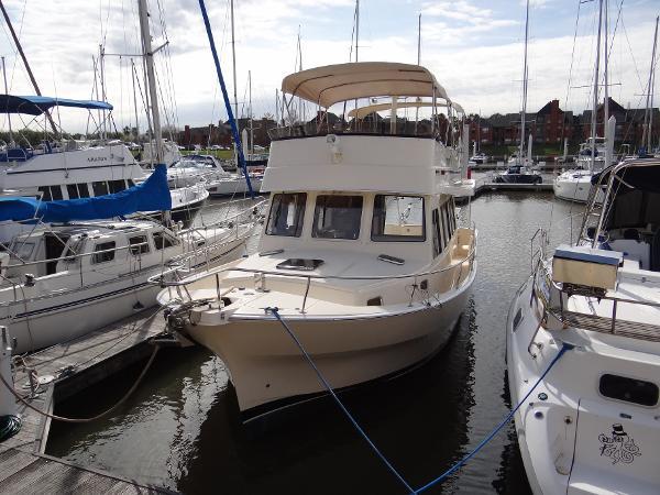 Mainship 400 Trawler Just buffed and waxed