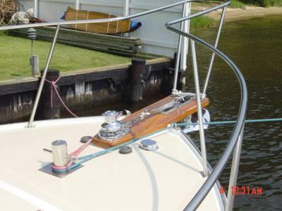 Bow pulpit, windlass, bollard