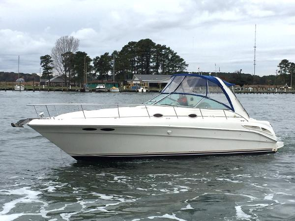 Sea Ray 340 Sundancer On Water