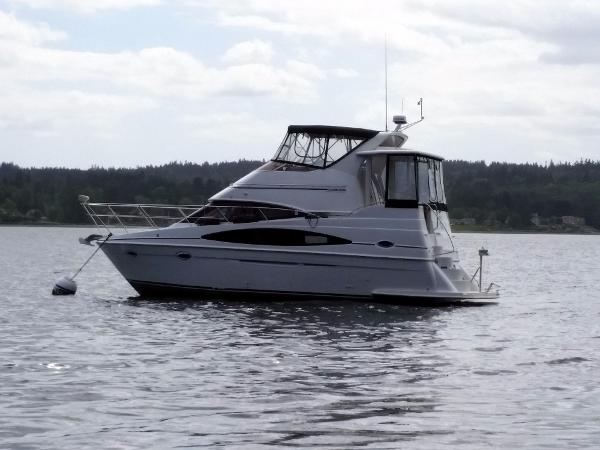Carver 366 Motor Yacht While Moored