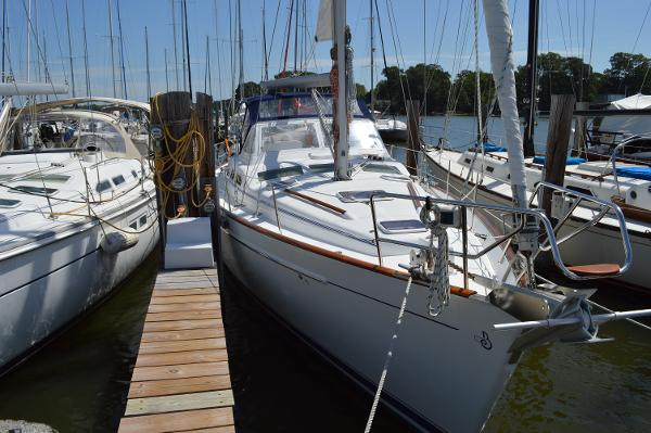 Beneteau Oceanis Clipper 42 CC Beneteau 42 CC - Starboard Bow