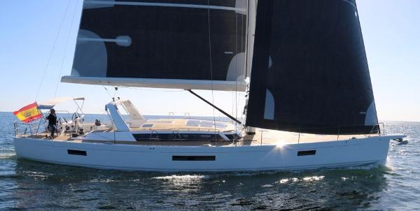 X-Yachts X6 At sea