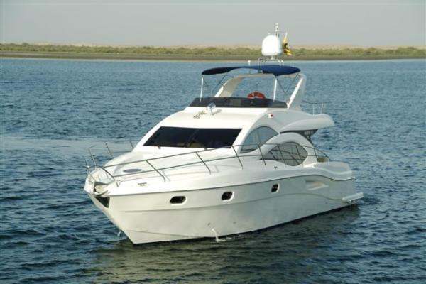 Majesty Yachts 44 Flybridge