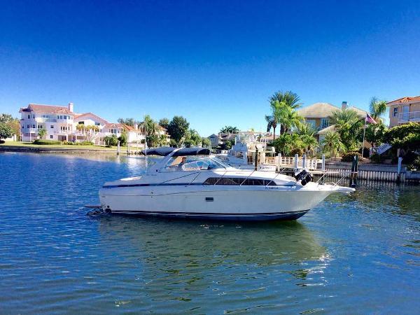 Bayliner 3485 Avanti Starboard Profile