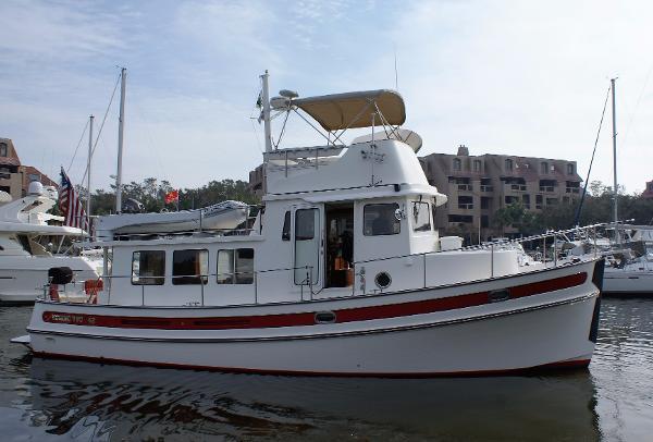 Nordic Tugs 42 Flybridge starboard profile