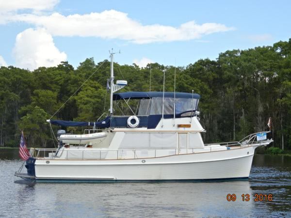 Grand Banks 42 Classic 42' Grand Banks starboard profile
