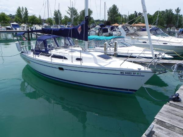 Catalina 28 MkII Starboard side