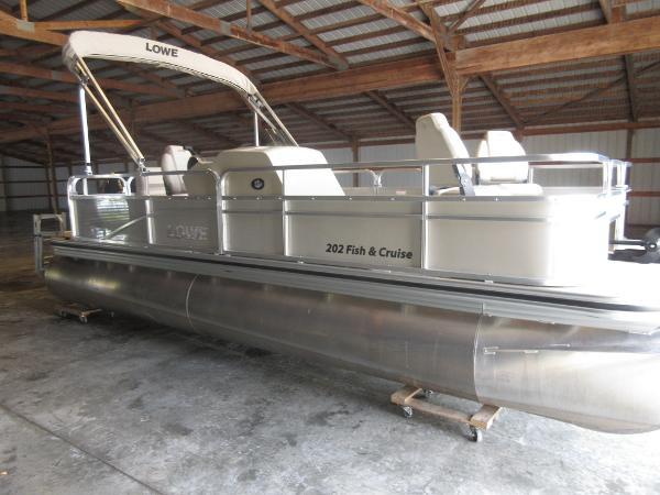 Lowe 200 Ultra Fish & Cruise