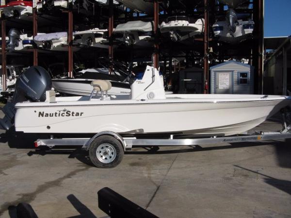 NauticStar 2140 Sport