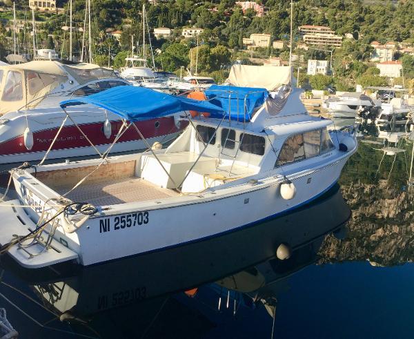 Bertram 31 Flybridge Cruiser