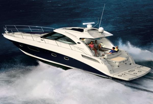 Sea Ray 470 Sundancer Sister-Ship - Stock Image