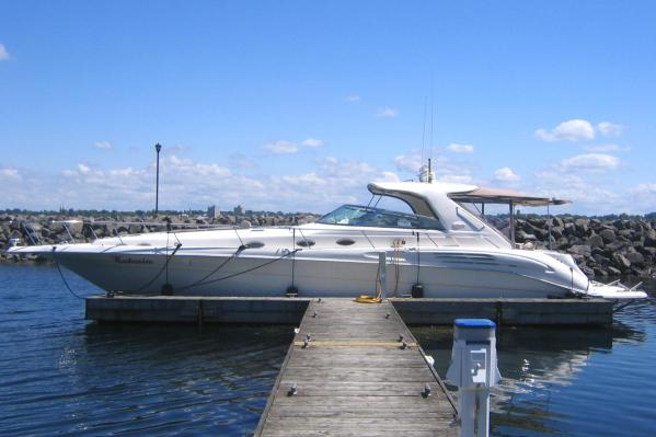 Sea Ray 450 Sundancer At Dock