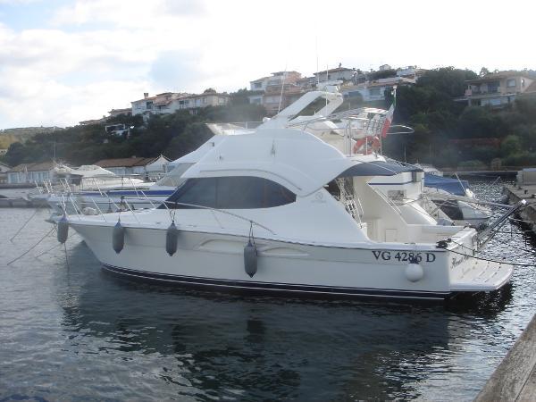 Riviera 37 Flybridge