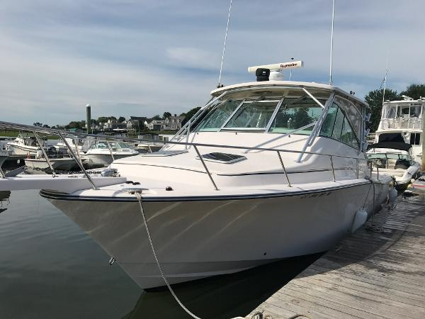 Grady-White Express 360 Profile