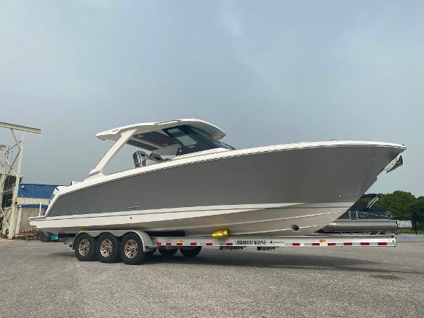 Tiara Yachts 34 LS