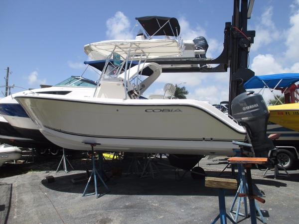 Cobia Boats 217 Center Console