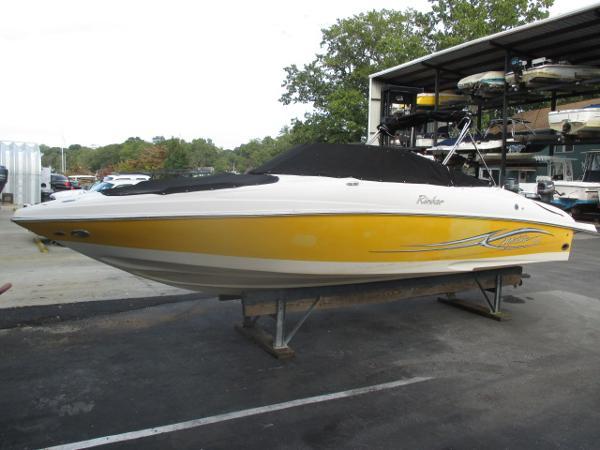 Rinker 262 Captiva Bowrider Port Bow w/ Cockpit & Bow Cover