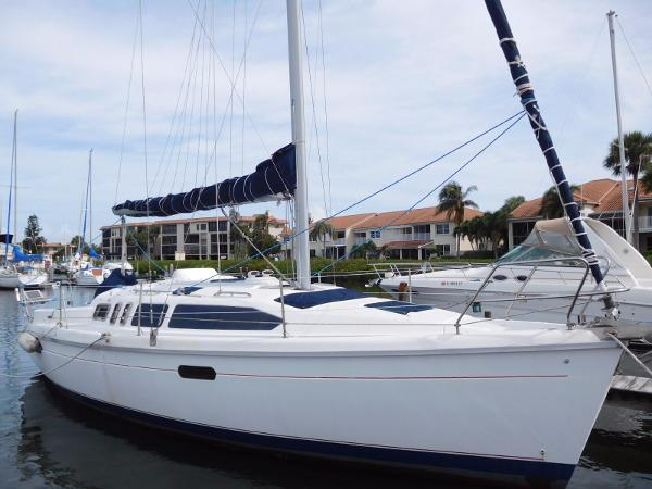 Hunter 336 Starboard Profile
