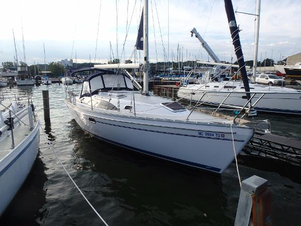 Catalina 315 At Dock